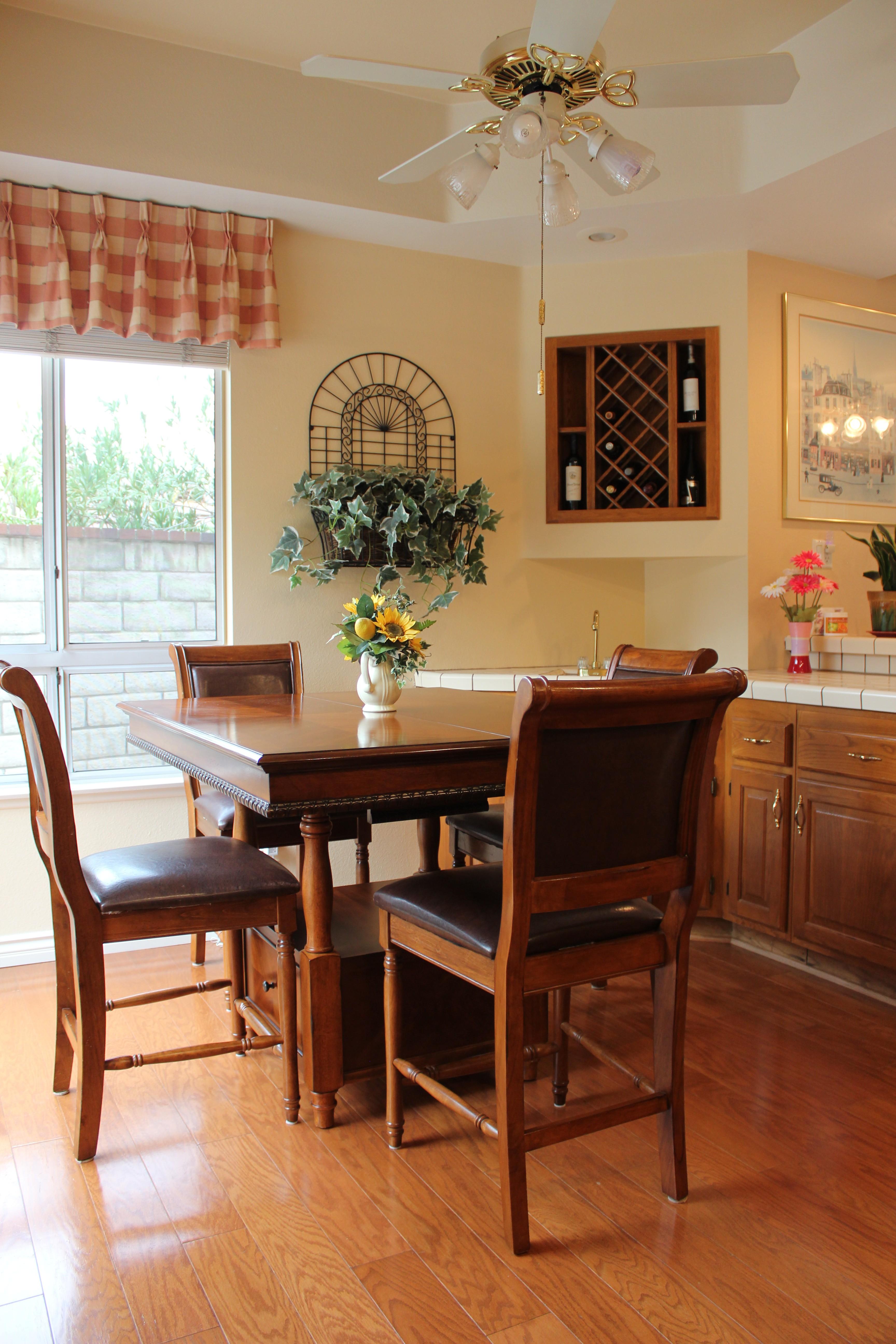 10 kitchen nook team house real estate - Kitchen nooks for sale ...